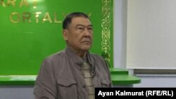 Балташ Турсумбаев перед началом слушаний по его жалобе в Алматинском городском суде. Алматы, 18 ноября 2019 года.