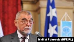 Bilo bi najbolje prolongirati nagradu: Stjepan Mesić