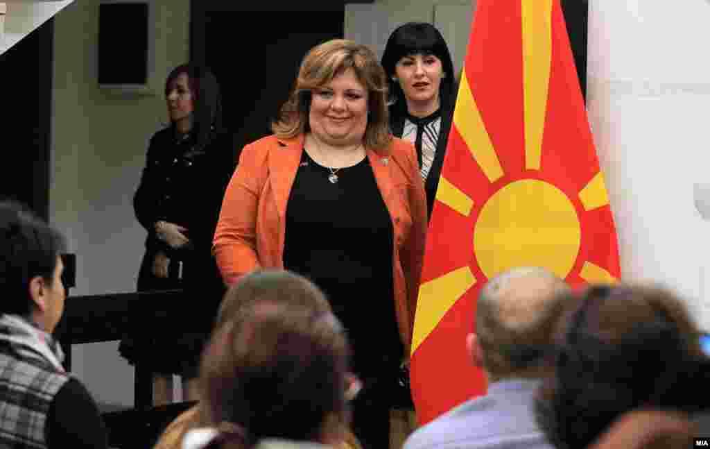 МАКЕДОНИЈА - Со новите два законски текста кои веќе се готови, Специјалното јавно обвинителство ќе биде дел од Основното јавно обвинителство, изјави министерката за правда Рената Дескоска.