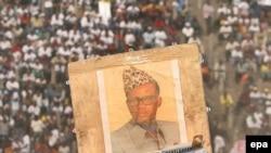 Сторонники Бембо, одного из кандидатов, с портретом его бывшего покровителя Мобуту