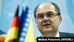 Kristijan Šmit će zamijeniti Valentina Incka (Inzko), austrijskog diplomatu koji je na čelo OHR-a imenovan 2009. godine (novembar 2019.)