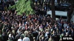 На акции протеста люди могут выйти на площадь перед зданием правительства: сегодня среди руководителей республики уже не осталось таких, кто пользовался бы доверием народа