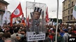 Участники митинга за честные выборы в Санкт-Петербурге