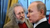 Russia -- Russian Prime Minister Vladimir Putin (R) and Editor-in-chief of Ekho Moskvy radio station Alexei Venediktov