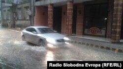 Архивска фотографија: Пороен дожд во Скопје