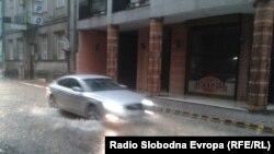 Улица Македонија за време на дожд