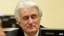 Бұрынғы Югославия істері бойынша өтіп жатқан Халықаралық трибуналда отырған Радован Караджич. Гаага, 24 наурыз 2016 жыл.