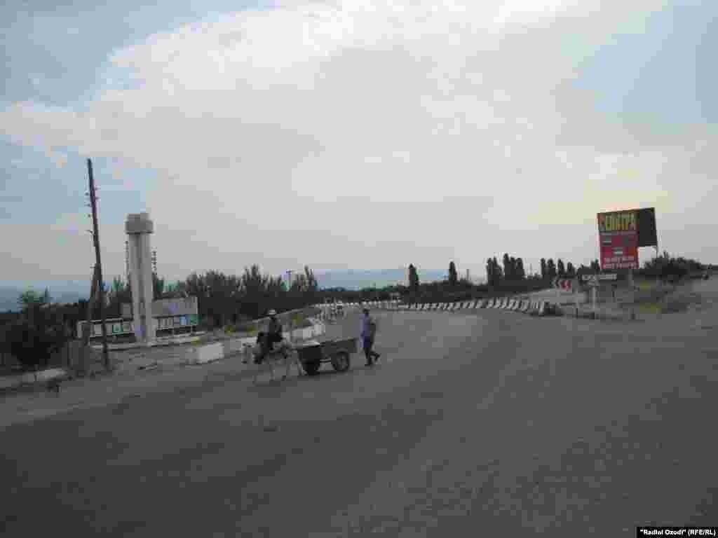 На границе Кыргызстана и Таджикистана спокойно после инцидента в Баткене. Где было 2 захвата заложников