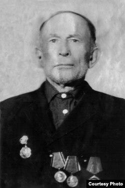 Батько Ганни Валентинович – Назар Любчик