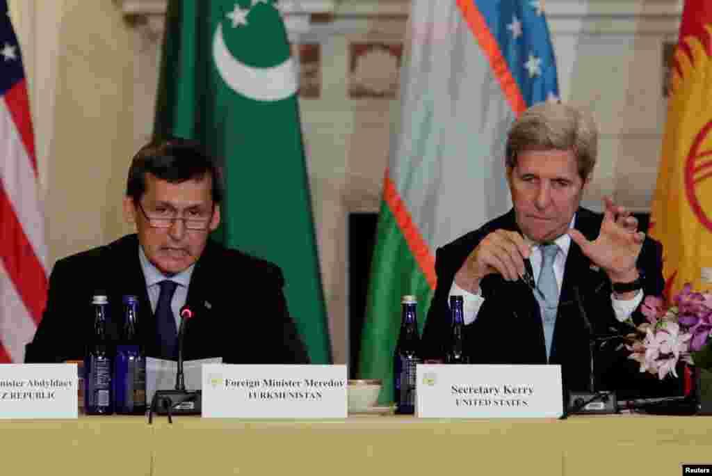 Министр иностранных дел Туркменистана Рашид Мередов (слева) и Государственный секретарь США Джон Керри. Вашингтон, 3 августа, 2016