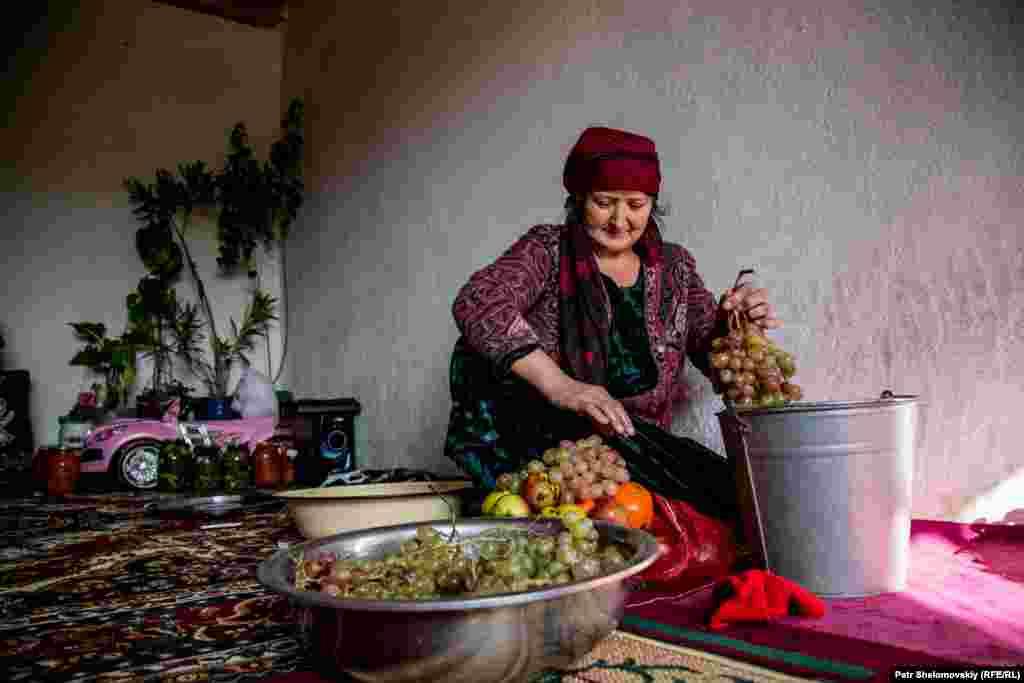 Мать Зарины Юнусовой.