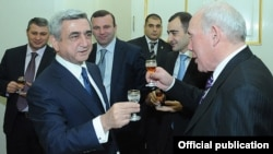 Armenia - President Serzh Sarkisian (L) hosts an annual New Year's reception for leading businesspeople, 28Dec2011.