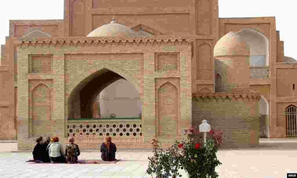 Туркменистан. Мечеть в Мары.