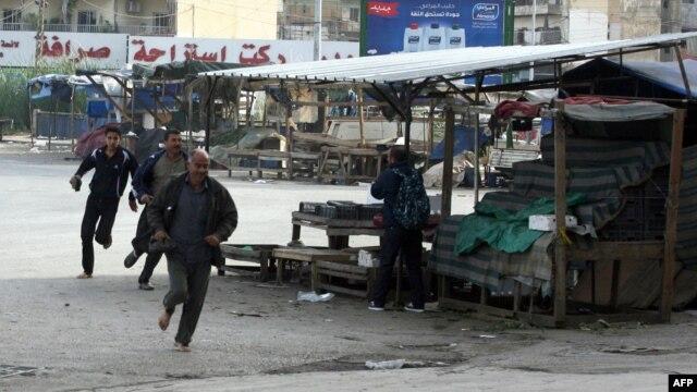 شهروندان غیرمسلح در حال فرار از مناطقی که در آنها درگیری رخ داده است