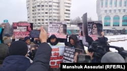 Kazakh activists rallied in Almaty on January 8 in support of opposition blogger Zhanar Akhmet.