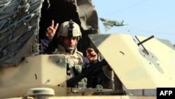 جندي عراقي في نقطة تفتيش شرق بغداد