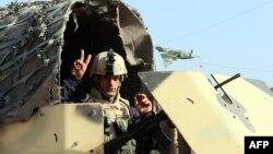 سرباز عراقی در یک ایست بازرسی در بغداد