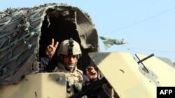 Yrak esgeri Bagdadyň gündogaryndaky barlag nokadynda dur. 6-njy ýanwar, 2014.