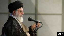آیتالله خامنهای گفته بود: اگر در آینده احساس شود که نظام پارلمانی بهتر است اشکالی در تغییر ساز و کار فعلی وجود ندارد.