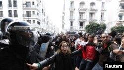 Tunizi, protesta pas vrasjes se udheheqesit te opozites...