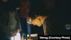 """Рома Сьвечнікаў на прэзэнтацыі другога тома """"Рома едзе"""". Фота: 34mag, http://34mag.net/post/roma-stavic-kropku/"""