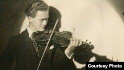 Илија Николовски Луј, музички педагог.