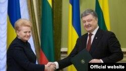 Президент Украины Петр Порошенко с президентом Литовской Республики Далей Грибаускайте