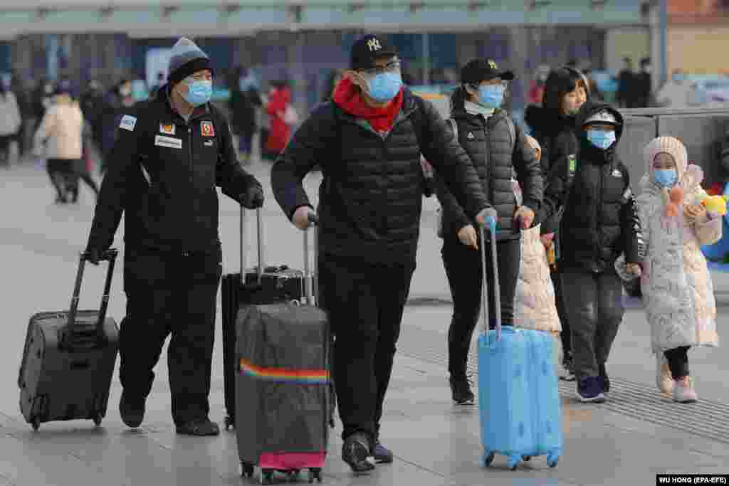 Chinese passengers wear masks at the Beijing railway station in Beijing, China, January 24, 2020.