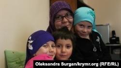 Meryem qızları Mumine, Nuriye ve Sabriye ile