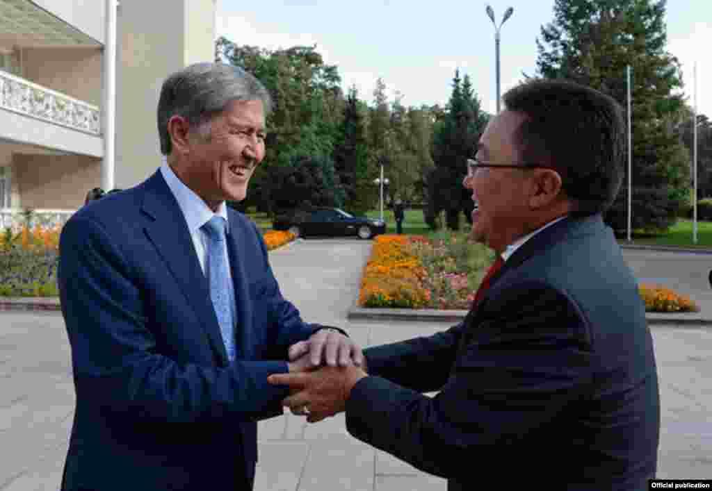 Встреча президентов Кыргызстана и Монголии