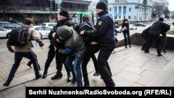 Затримання під час феміністичного маршу 8 березня