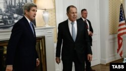 Germany -- US Secretary of State John Kerry (L) and Russian Foreign Minister Sergei Lavrov meet in Hamburg, December 7, 2016