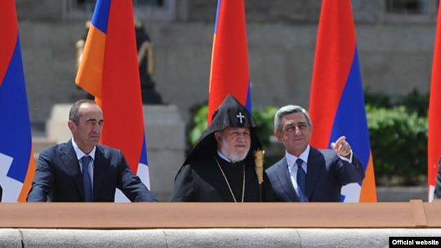 Nagorno-Karabakh - Armenian President Serzh Sarkisian (R) and former President Robert Kocharian (L) watch a military parade in Stepanakert, 09May2012.