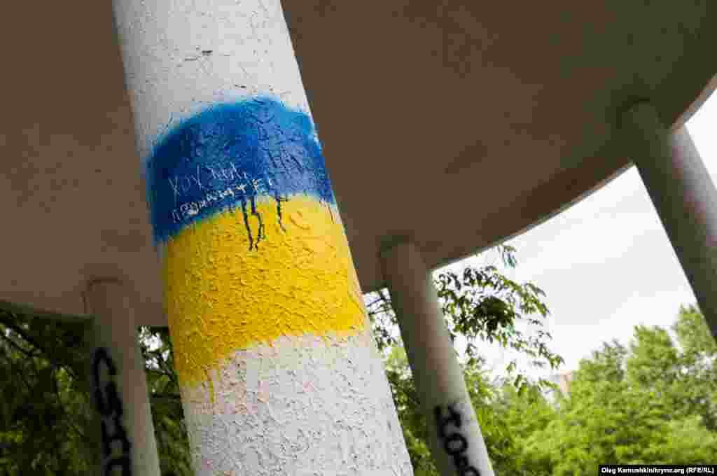 А графіті такого плану комунальні працівники намагаються оперативно зафарбовувати ...