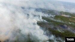 Дым от лесных пожаров в Якутии, архивное фото
