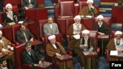 علی مشکینی در حضور بسیاری از مقام های عالی رتبه جمهوری اسلامی، سخنرانی کرد.