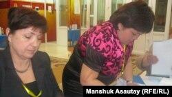 Падлік галасоў на выбарчым участку ў Алматы