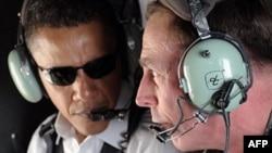 باراک اوباما به همراه دیوید پترایوس بر فراز بغداد.(عکس از AFP)