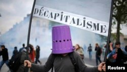 Участники демонстрации против трудовой реформы в Нанте, 17 мая 2016