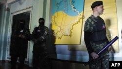 Ուկրաինա - Ռուսամետ ակտիվիստները հսկում են Դոնեցկի հեռուստառադիոյի գրավված շենքը, 27-ը ապրիլի, 2014թ․