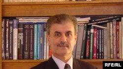 الدكتور نجم الدين كريم رئيس المعهد الكردي في واشنطن
