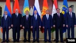 ҰҚШҰ-ға мүше елдер Армения, Беларусь, Қазақстан, Ресей, Қырғызстан және Тәжікстан президенттері. Мәскеу, 21 желтоқсан 2015 жыл.