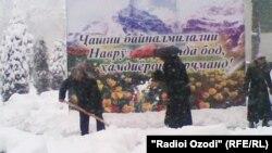 Дар арафаи Наврӯзи соли 2012 низ дар Тоҷикистон барф борида буд.