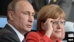 Президент Росії Володимир Путін та канцлер Німеччини Анґела Меркель під час фіналу Чемпіонату світу з футболу, Ріо-де-Жанейро, 13 липня 2014 року