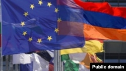 Флаги Армении и Евросоюза