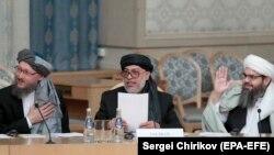 آرشیف، سه ته از اعضای دفتر سیاسی گروه طالبان در دوحه پایتخت قطر.