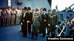 """Японская делегация на борту линкора """"Миссури"""" перед подписанием акта о капитуляции. 2 сентября 1945 года"""