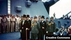 Японская делегация на борту линкора «Миссури» перед подписанием акта о капитуляции. 2 сентября 1945 года