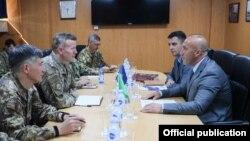 Tod Volters (drugi s leva) i Ramuš Haradinaj (prvi s desna)