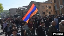 Armenia - Opposition supporters demonstrate in Yerevan, 17 April 2018.